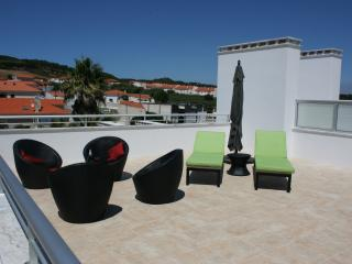 for rent at PORTUGAL, SAO MARTINHO DO PORTO/ new built apartment 3rd flloor w/private terrace  70M2