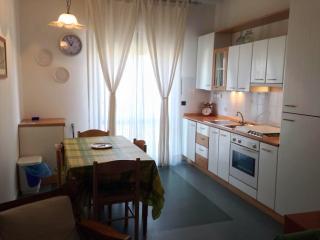 Ingresso salone con cucina abitabile