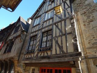 Le Castel, Dinan