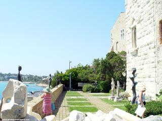 ATRIBORD in Old Antibes, near MArina and beach