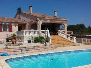Tourbes, villa holidays France with private pool
