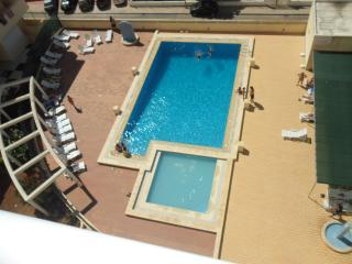 T1 WITH POOL 4 MINS WALK TO BEACH SLEEPS 4 TULIP6A, Armacao de Pera