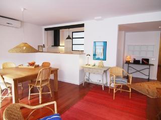 FS2- Hospital Clínic, Sunny Eixample Apartment, Barcelona