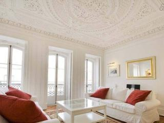 Beautiful 1st fl,  renovated 18th century apt, Lisbon