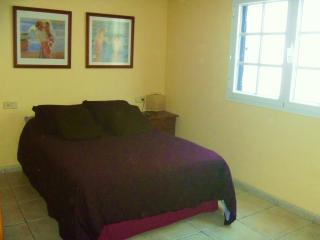 Dormitorio acogedor y luminoso.