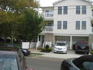 2br - Park and walk all week with pool (Wildwood)