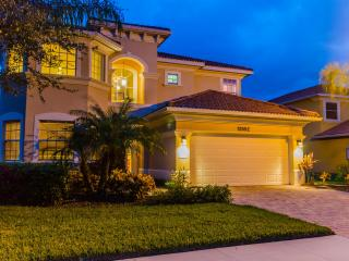 Close to everything in NAPLES, FL. POOL HOME with Pond view, Naples