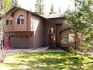 Family Fun - 6 Bed 3 Bth, 3 lev,hot tub, game room, South Lake Tahoe
