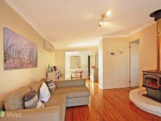 Hayes Beach House - Award winning pet friendly, Callala Beach