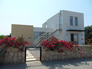 Moone, Spacious, villa, sea and mountain views, Ayios Amvrosios