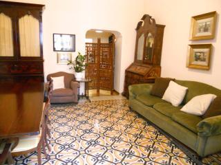 Bell'appartamento centrale, calmo, sicuro, Vomero, Nápoles