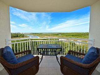 Amazing Views! Beautiful Key West condo with pool and hot tub access!