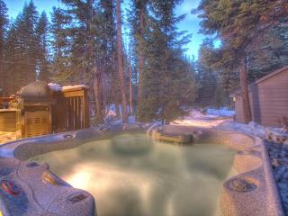 Four Summits -  4BR w/ Hot Tub & Pool Table - Dogs OK - From $250/nt, Carnelian Bay