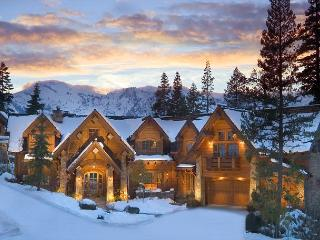 Broken Arrow Lodge - 5 Star Luxury Estate, Sleeps 14 + Hot Tub, Olympic Valley