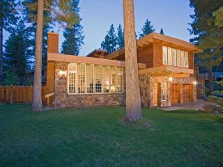 Large Dollar Point 6 BR Lodge, Landscaped Yard, & Easy Walk to Pool - $500/nt, Tahoe City