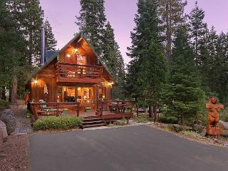 Cozywood Cabin w/ Hot Tub in Private Setting, close to Tahoe City Too!