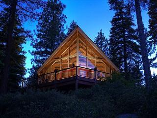 Old County Lake View 3BR with Hot Tub & Lake View - Gorgeous NEW Remodel!, Carnelian Bay