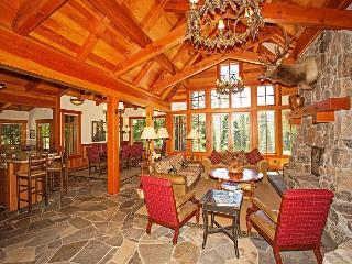 The Grand Lodge - Stunning Five Star Home in Northstar w/ Hot Tub, Truckee
