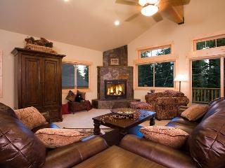 Olive Branch - Luxury Pet-Friendly 4 BR w/ Hot Tub - Walk to Lake!, Carnelian Bay