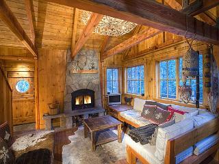 Sunnyside Cottage - Romantic, Pet-friendly w/ Hot Tub - A GUEST FAVORITE!, Tahoe City