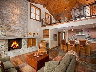 Trailside - Luxury Ski-in/out 4BR Townhome with Hot Tub - Stay and Ski FREE