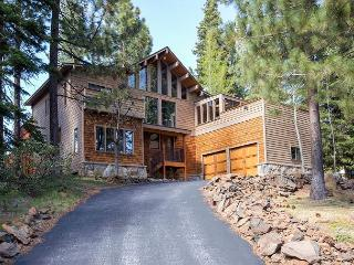 Cedarwood - Tahoe City 4 BR w/ Hot Tub - Dogs OK too - Sleeps 9
