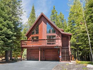 Updated and nicely furnished 3 bedroom Tahoe Donner home with hot tub., Truckee