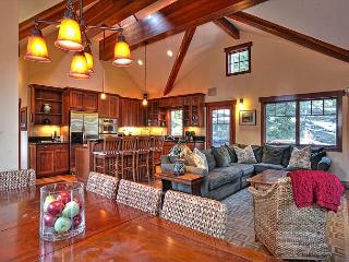 Mtn Escape - Luxury 4 BR Pet-Friendly Home w/ Fenced-in Yard and Hot Tub !!!!, Carnelian Bay