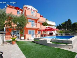 Holiday Villa Paskal with swimming pool, Zaostrog
