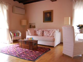 Fori Imperial Cosy Bright Apartment, Roma