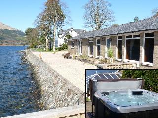 enjoy the Hot Tub ! Front of house and only 10ft from the loch edge at high water