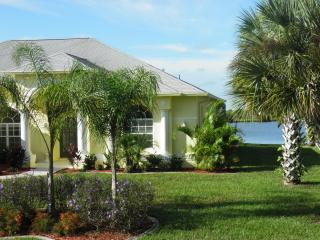 Luxurious 4 bedroom villa on beautiful Lake Marlin, Englewood