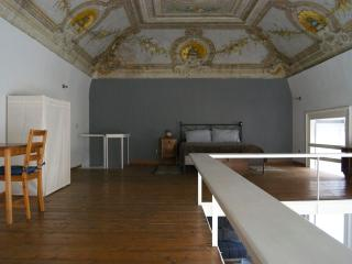 Loft with painted, located in the historic center, Naples