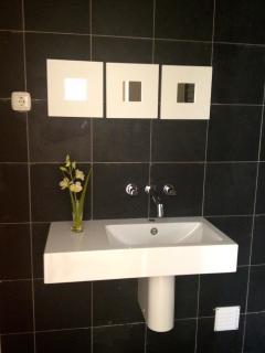 Guest toilet/clockroom, black granite