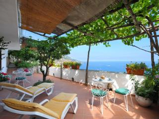 Quiet apt in villa, pool and sea view (2+2) - A627, Praiano