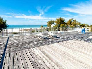 Beach Potato: Super Cute Condo With Amazing Views and Community Pool!