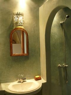 Salle de bains  n°1 attenante   - 1er étage