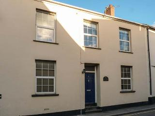 THE OLD POLICE HOUSE, pet-friendly character cottage, garden, close beaches in Braunton Ref 917405