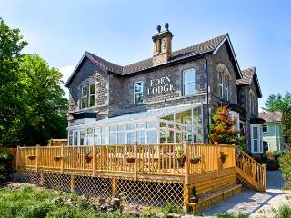 EDEN LODGE, elegant Edwardian property with hot tub, sauna, woodburner, WiFi, ma