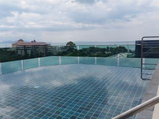 200 meter from beach with balcony and pool view, Pattaya