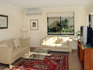 SINCL- Lovely garden apartment, Cammeray