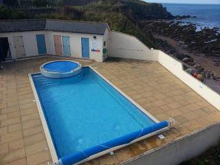 Large 3 bed apt right on the beach nr Thurlestone, Salcombe, South Devon -