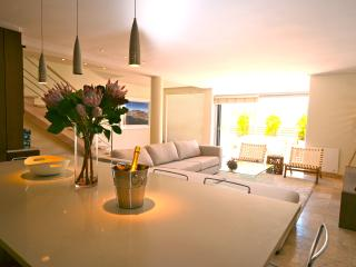 3@Dunkeld: Stylish Camps Bay Townhouse