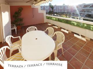Apartamento 2 dormitorios en residencial Puerto Bahía en primera línea de playa