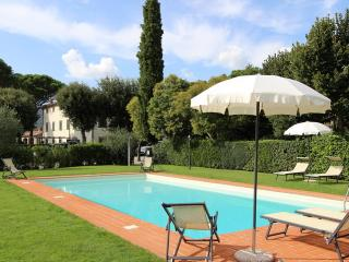 Villa del Cardinale, elegant property lose in the