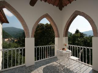 Villa with views,splash pool and easy walk to bars, Bagni Di Lucca