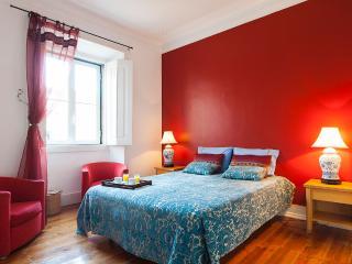 Classic Bairro Alto Apartment | RentExperience, Lisboa