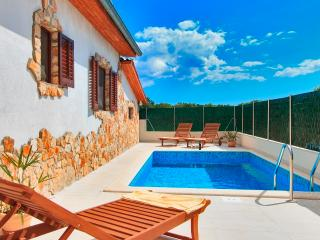 House Vongola - Private Pool & Sundeck near Fazana