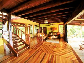 Casa Rio Sierpe---- New Rainforest-Waterfront Hm incl; Boat-Staff & FREE Tours, Drake Bay