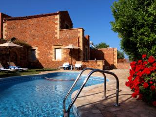 Stone Villa Olga with shared pool,sea view, 3 bedrooms,BBQ,Wifi,quiet location, Astratigos